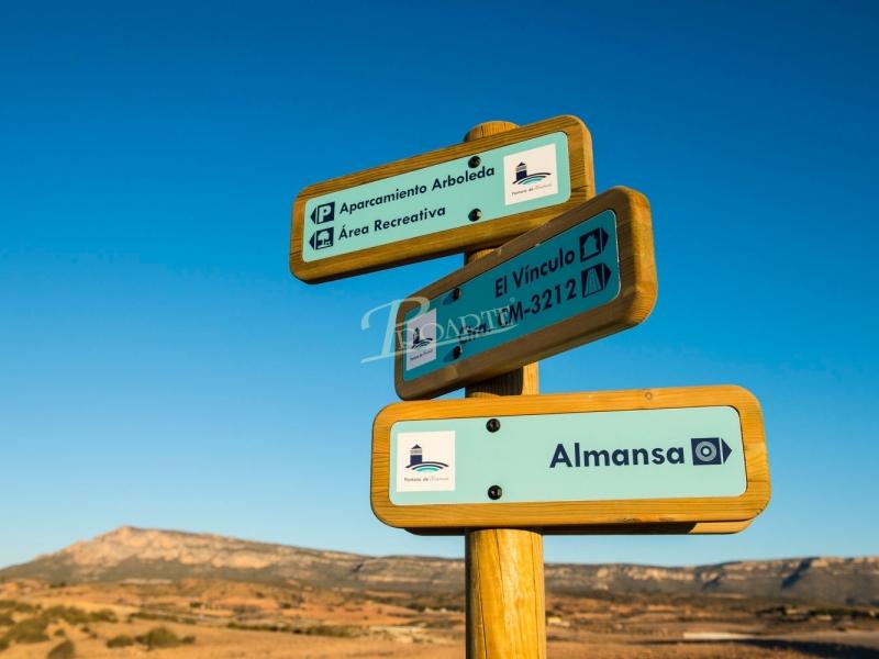 Adecuación del entorno del pantano de Almansa